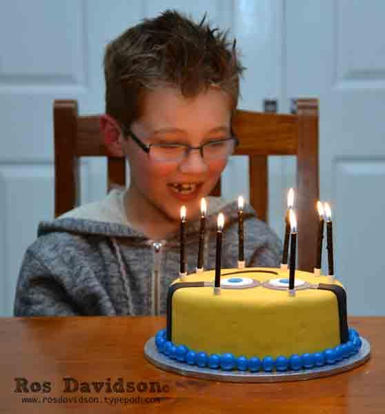 Minion-cake-drw