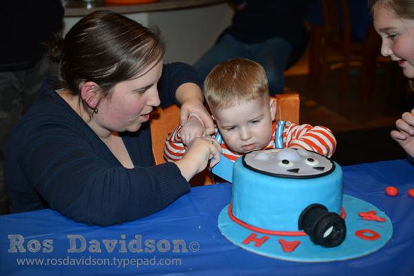 Noah---cut-cake